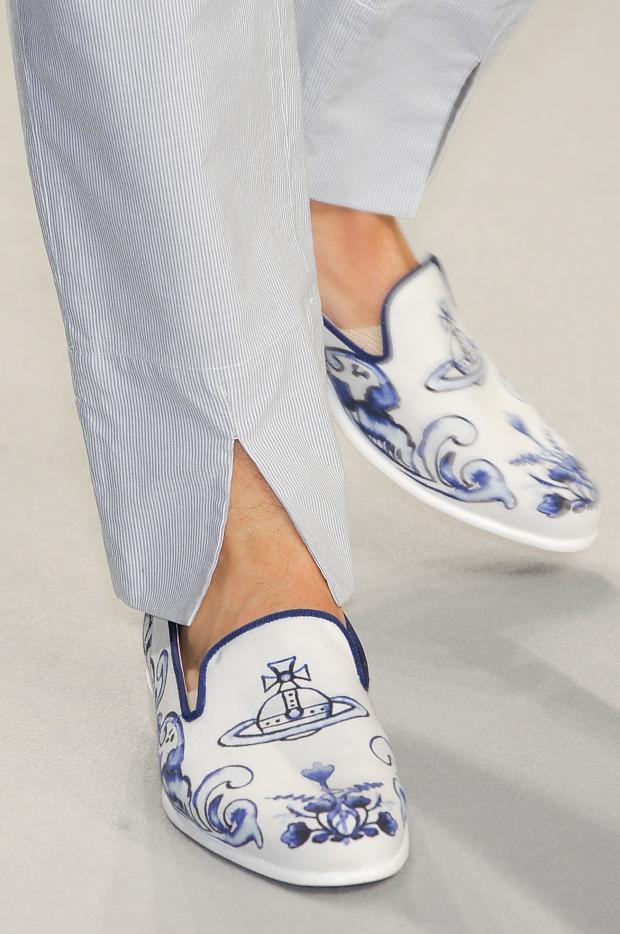 vivienne-westwood-mens-spring-2013-delftware-slippers-8