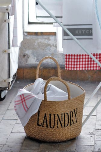 wicker-cotton-lined-storage-basket-laundry-12501-p[ekm]335x502[ekm].gif
