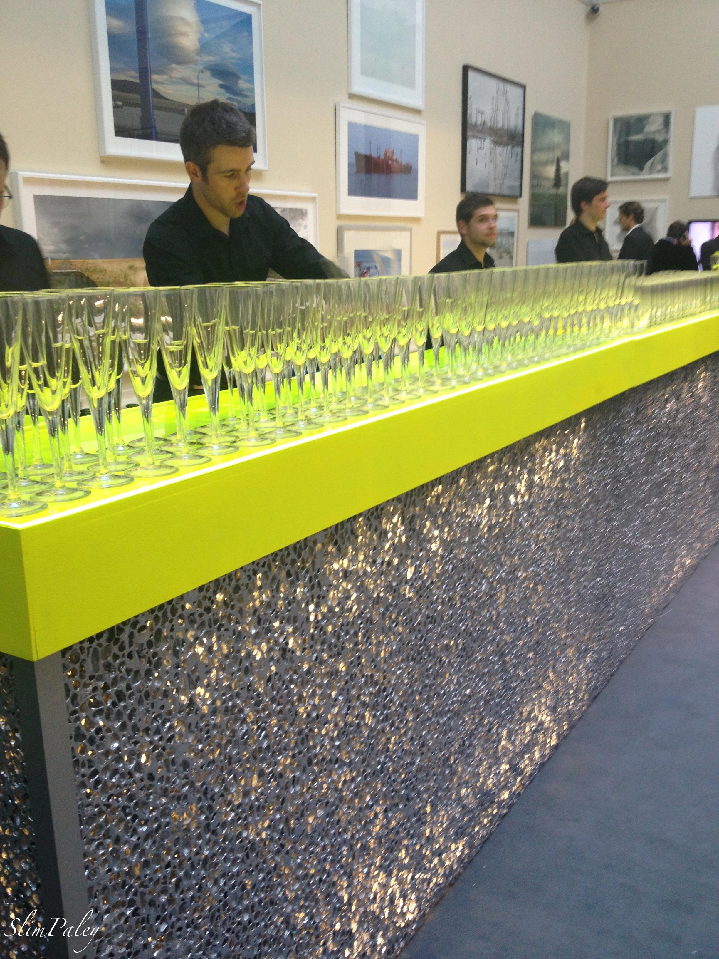 fluorescent bar