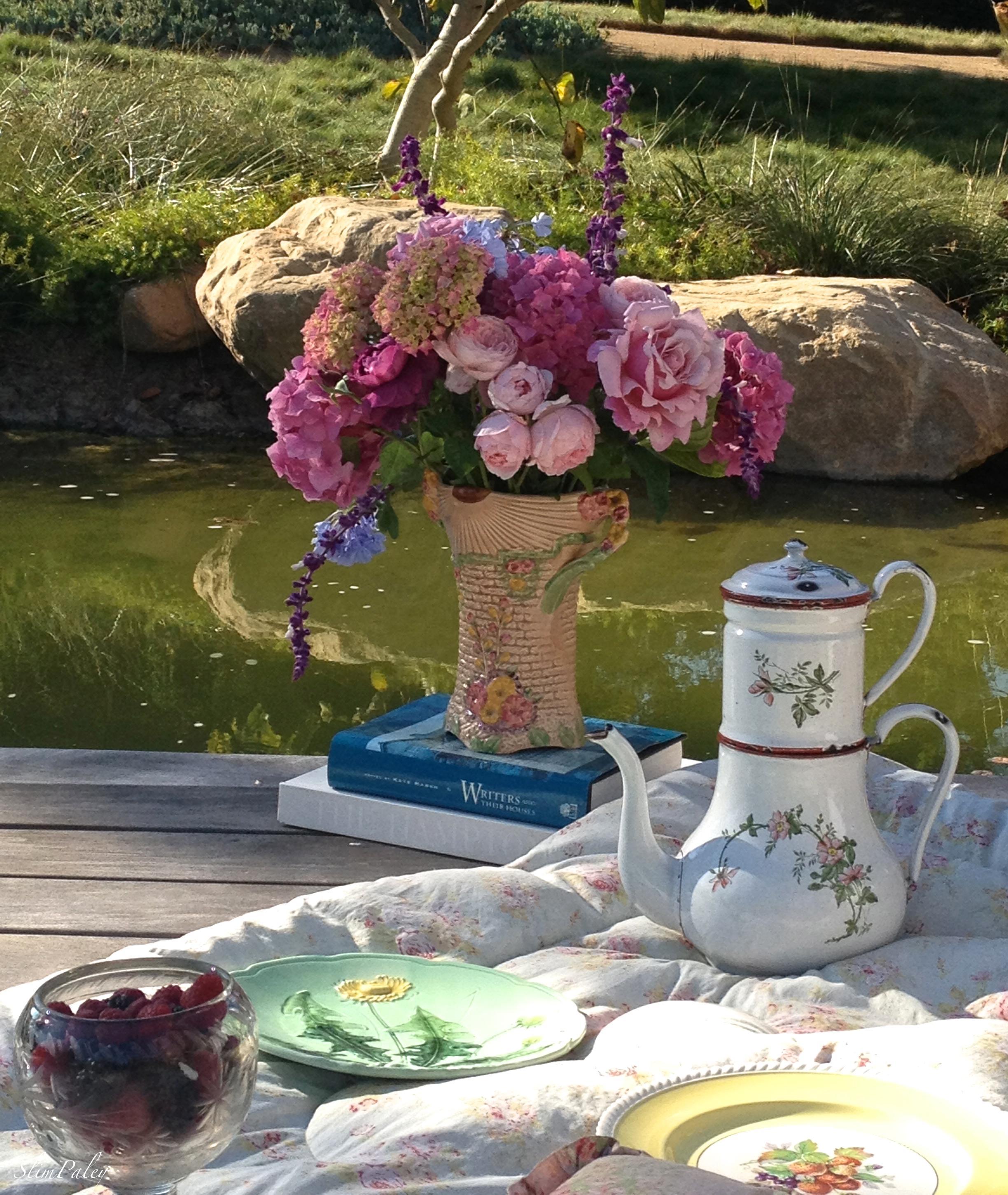 Garden Wall vase & enamel coffee pot