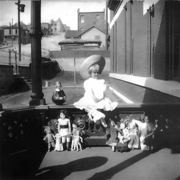 130909-hugette-clark-dolls-vmed-1p.photoblog600