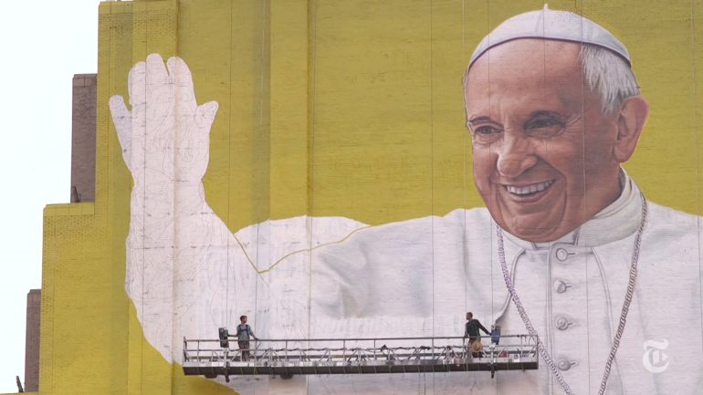 colorado-man-paints-giant-mural-of-pope-francis-in-nyc